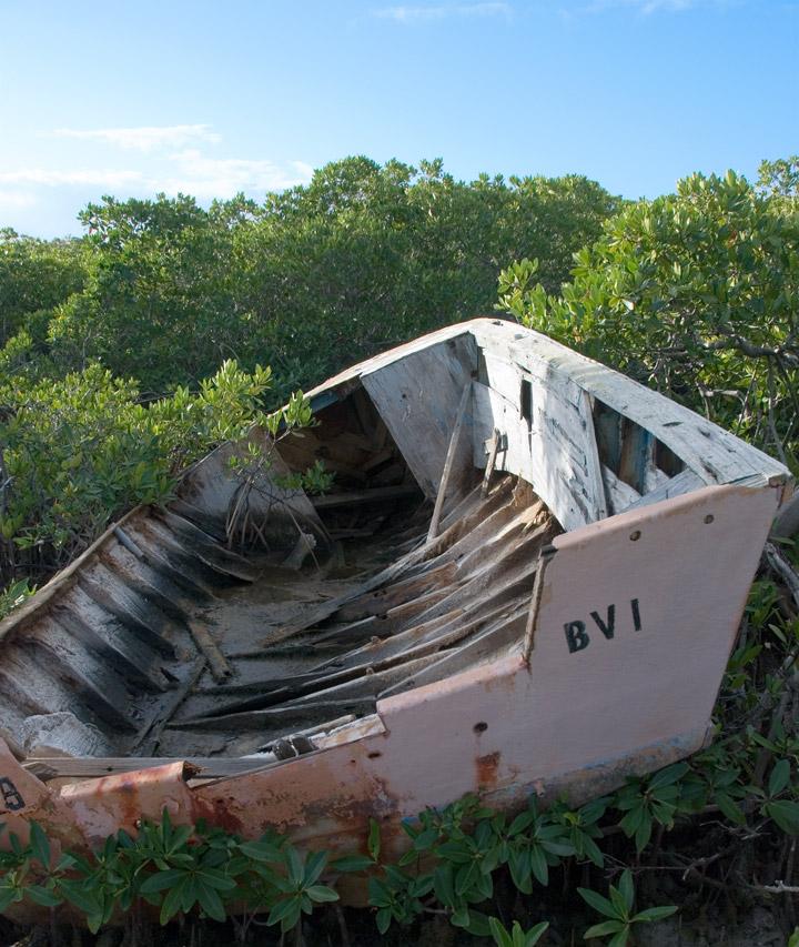 dsc_2855-abandoned-bvi-boat.jpg
