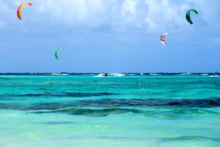dsc_3337-four-kites-wide.jpg