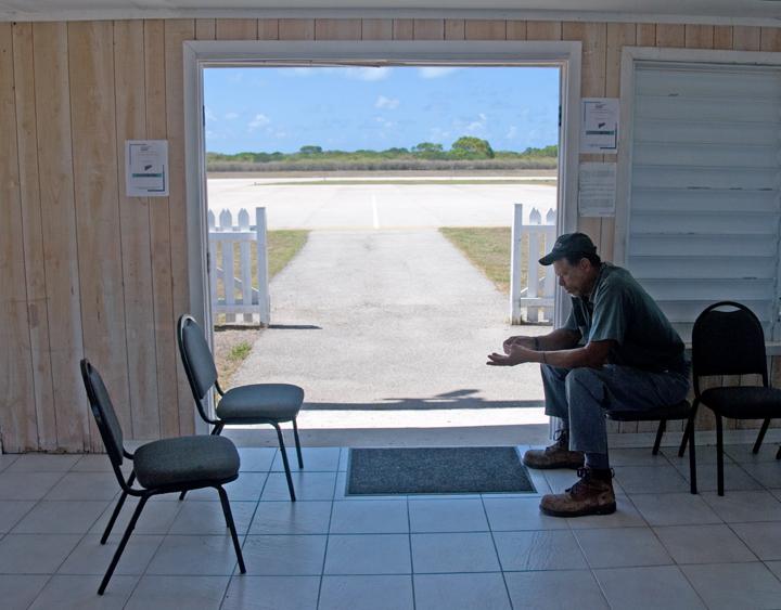 dsc_5163-airport-door.jpg