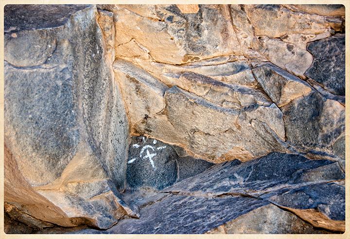 _DSC2130-cross-in-the-rocks