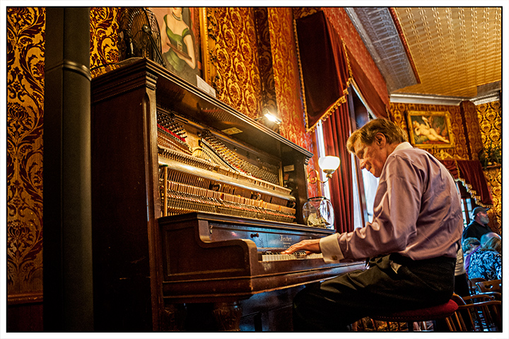 _DSC9531-piano-player-durango