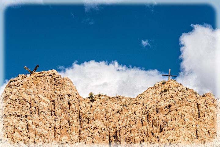 DSC_4861-crosses-in-the-sky