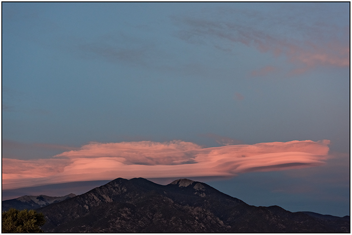 dsc_1420-sunset-lenticulars-taos-mtn